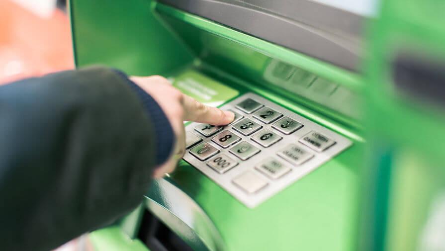 Как узнать баланс карты Сбербанка через банкомат