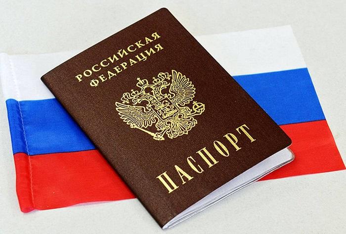 паспорт и флаг РФ