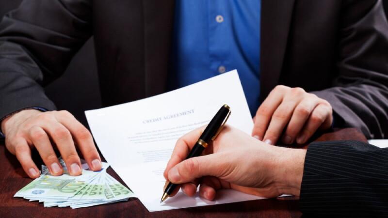 подписание бумаг на займы