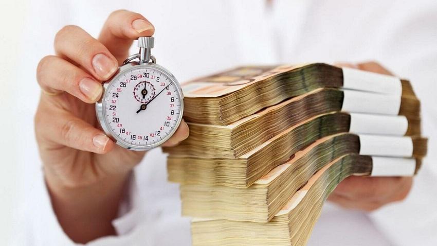 секундомер и пачка денег