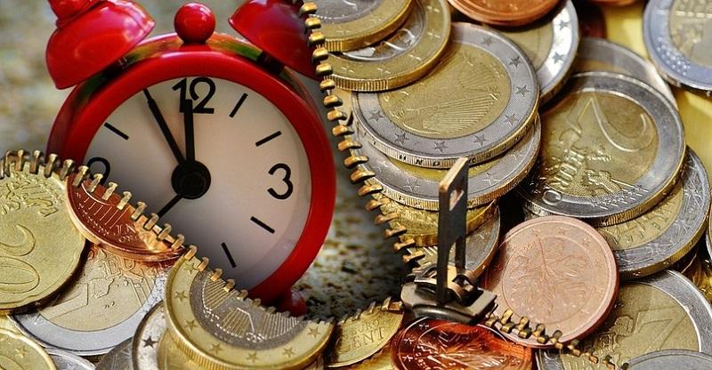 будильник и монеты