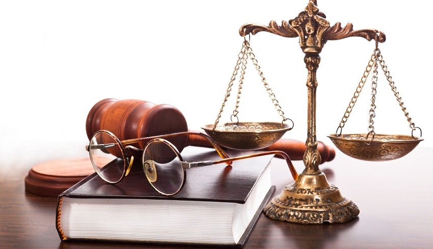 очки и весы правосудия
